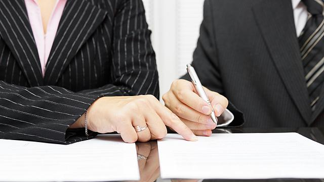 Commercial contract legal support and advice from experts